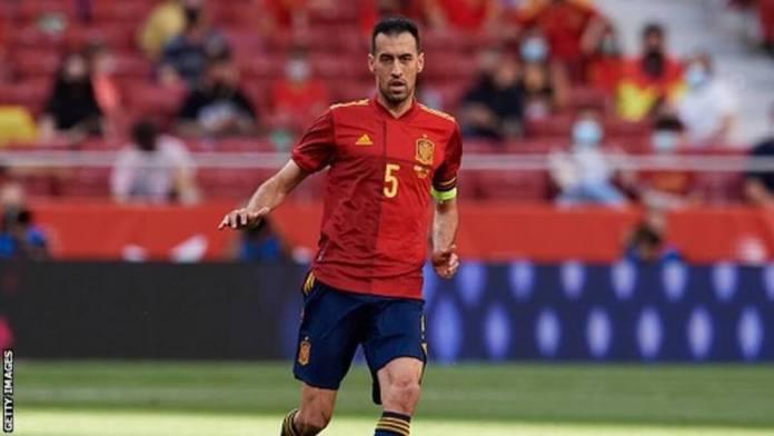 Le milieu de terrain espagnol Sergio Busquets a repris l'entraînement suite à un test Covid négatif