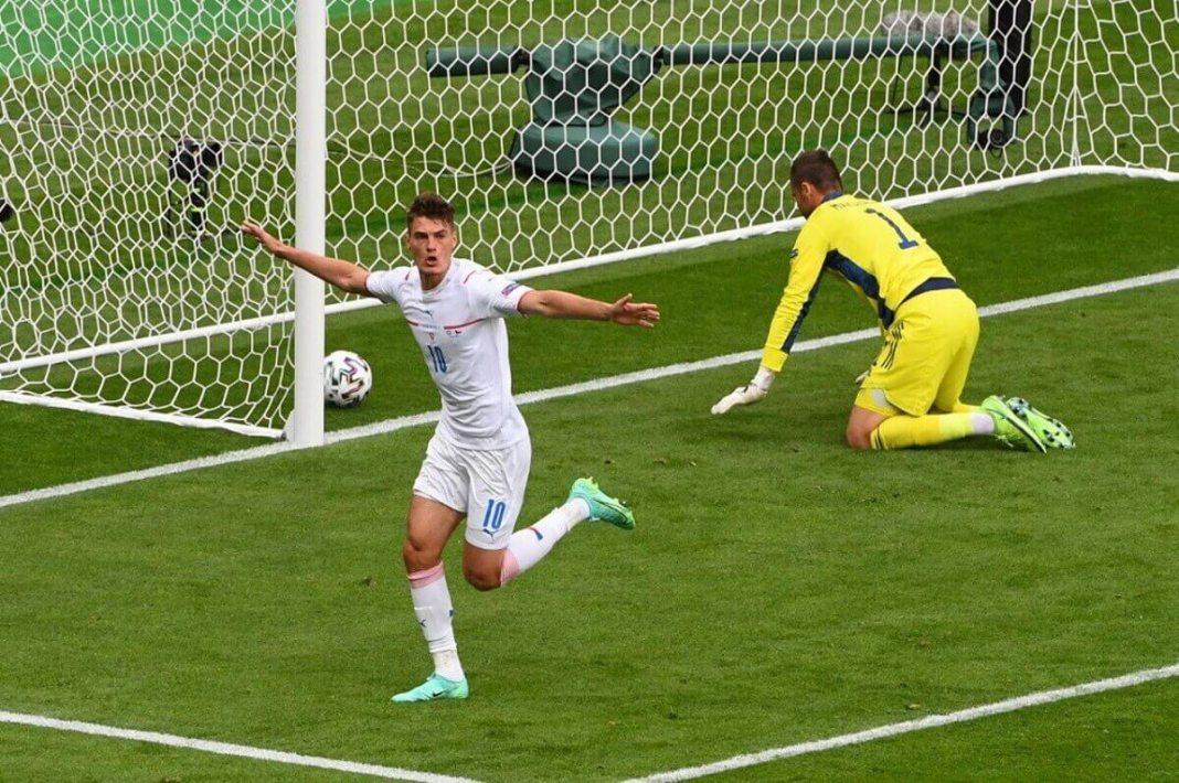 Patrick Schick, l'attaquant tchéque (qui évolue au Bayer Leverkusen) a inscrit le 14 juin, un lob splendide. Peut-être déjà le plus beau but de la compétition ! − AFP