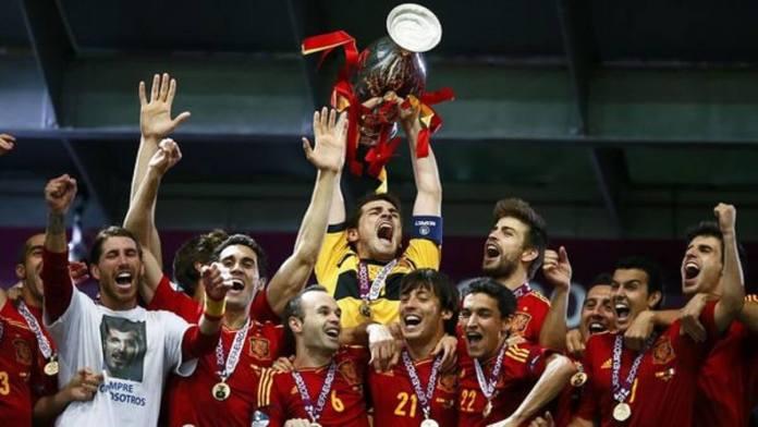 Temps forts de la finale de l'EURO 2012 www.kafunel.com Espagne 4-0 Italie