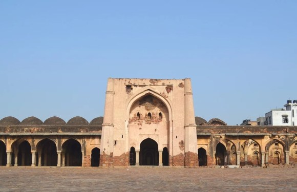 Begumpur Mosque, Oldest and Strongest Mosque of Delhi