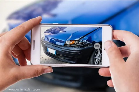 photgraphing a car accident scene