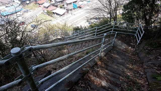 菊花山から大月駅への下山道
