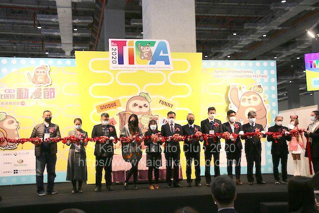 開会式での記念撮影。全員マスク姿で、緊張感が漂っていました。