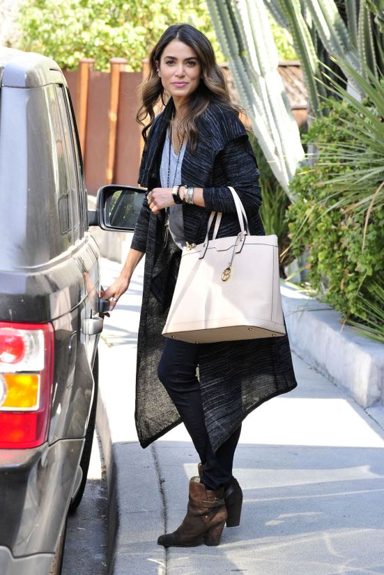 nikki-reed-casual-style-out-in-los-angeles-october-2014_9