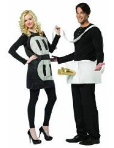Outlet and Plug Halloween Costume #halloween #halloweencostume #halloweencouplecostume #couplecostume #diycostume #diyhalloween #diyhalloweencostume #KAinspired www.kainspired.com