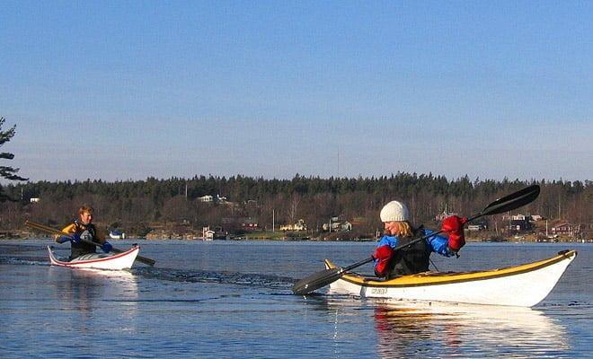 Isbrytning light väster om Ö Bokö. Johan i Qajariaq, Sara i NDK Explorer