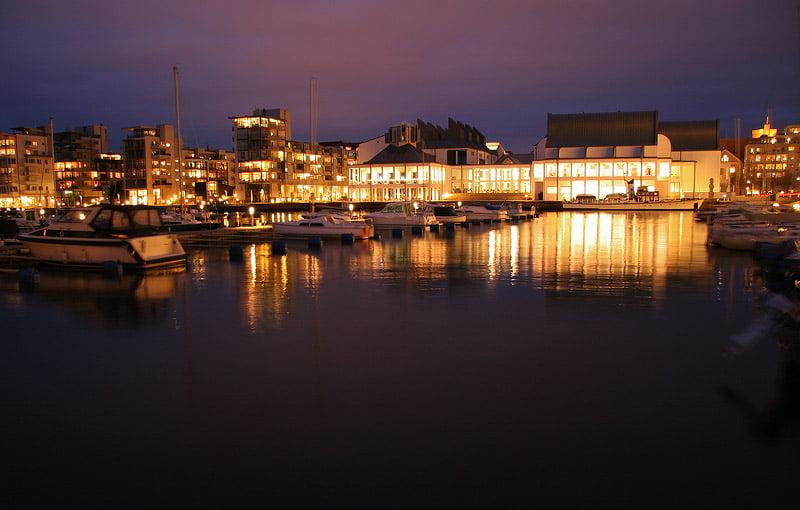Dunkers kulturhus i helsingborg. Vid småbåtshamnen