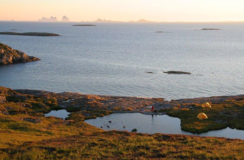 Finfin lägerplats med egen insjö och utsikt mot Træna