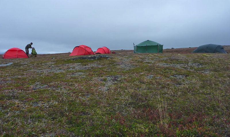 Del av lägret, lördagsmogon. Nån kilometer från Spåjme