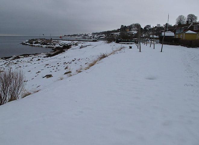 Grått i Arild, men rätt mycket snö kvar igår