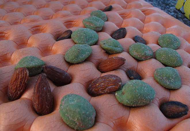 Fem i rad med nötter och liggunderlag