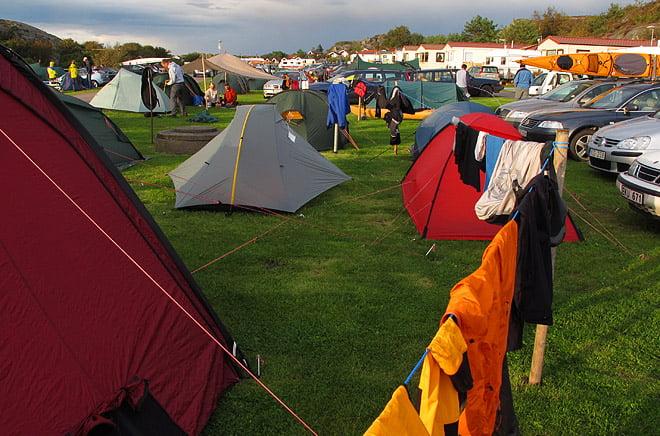 Många tält och bra linor för torkning av kläder