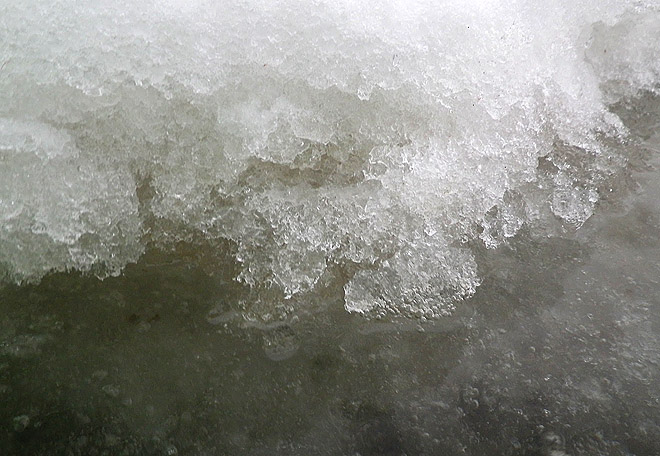 Lite is och snö