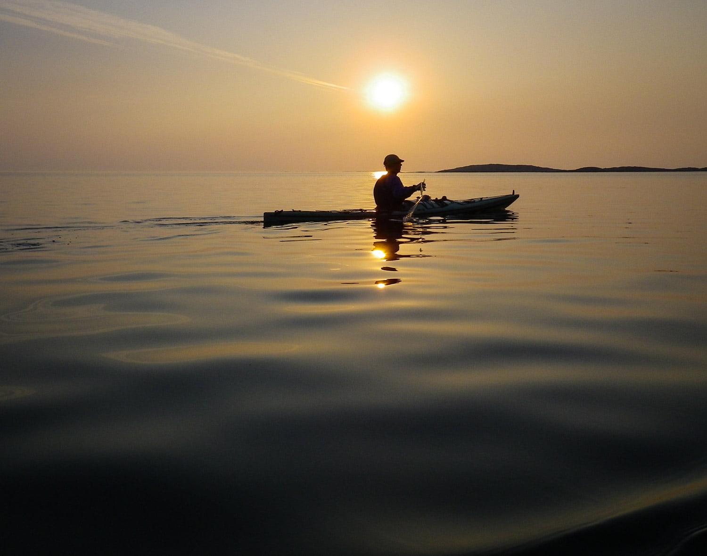 Pia i solnedgångsljus i Fjällbacka skärgård