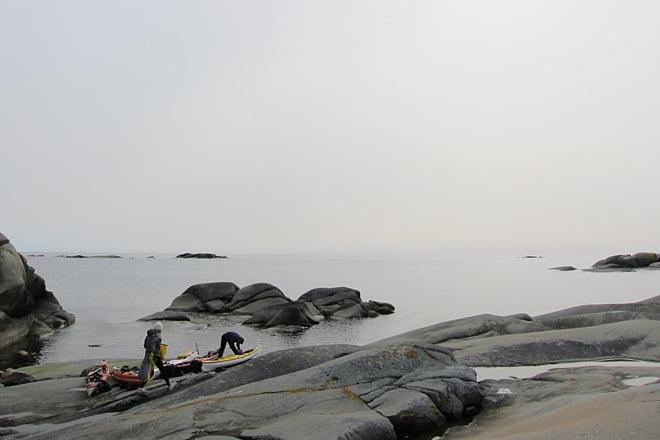 Lite disigt men soligt ute på Tistlarna. Sälarna spanar på oss från öarna i bakgrunden
