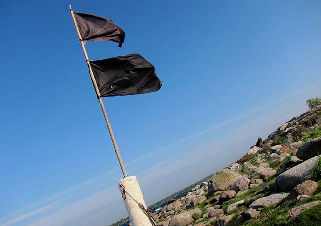 Svart flagg på Ljungskärs sydsida