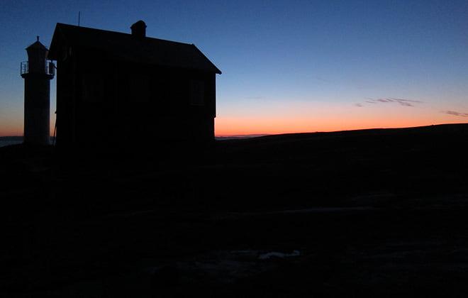 Nyårsaftonsmorgon. Vindstilla, soluppgång och ett par minusgrader