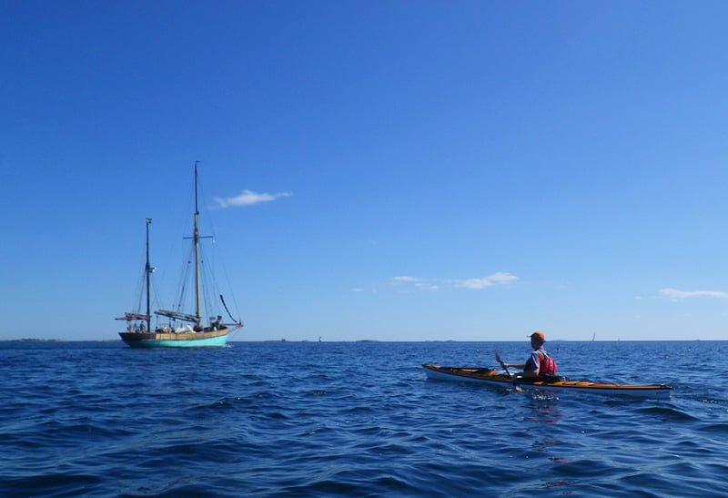 På väg mot Boskär, en del annan båttrafik är här ju :)