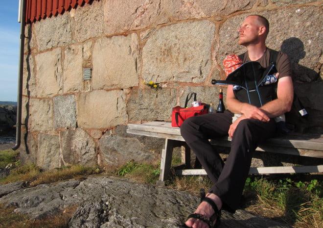 Johan & lillErik hänger vid fyrhusväggen