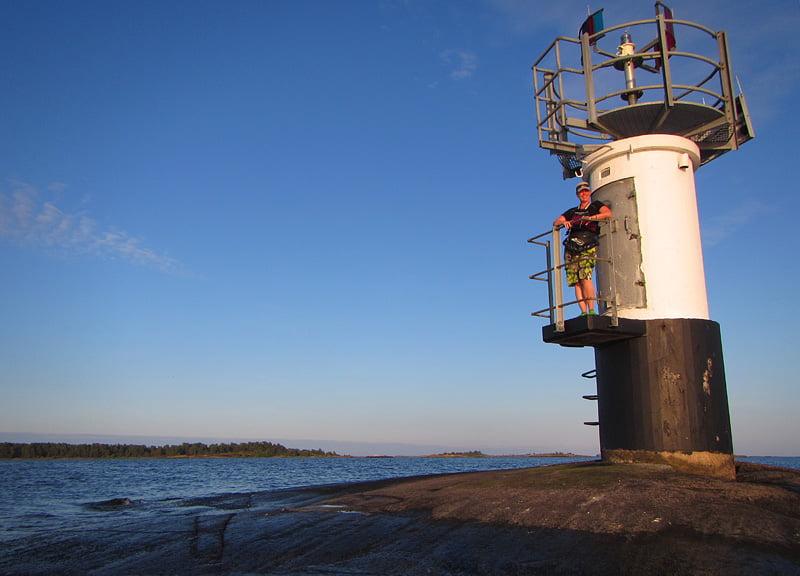 Pia inspekterar Galtbådan på väg mot Boskär