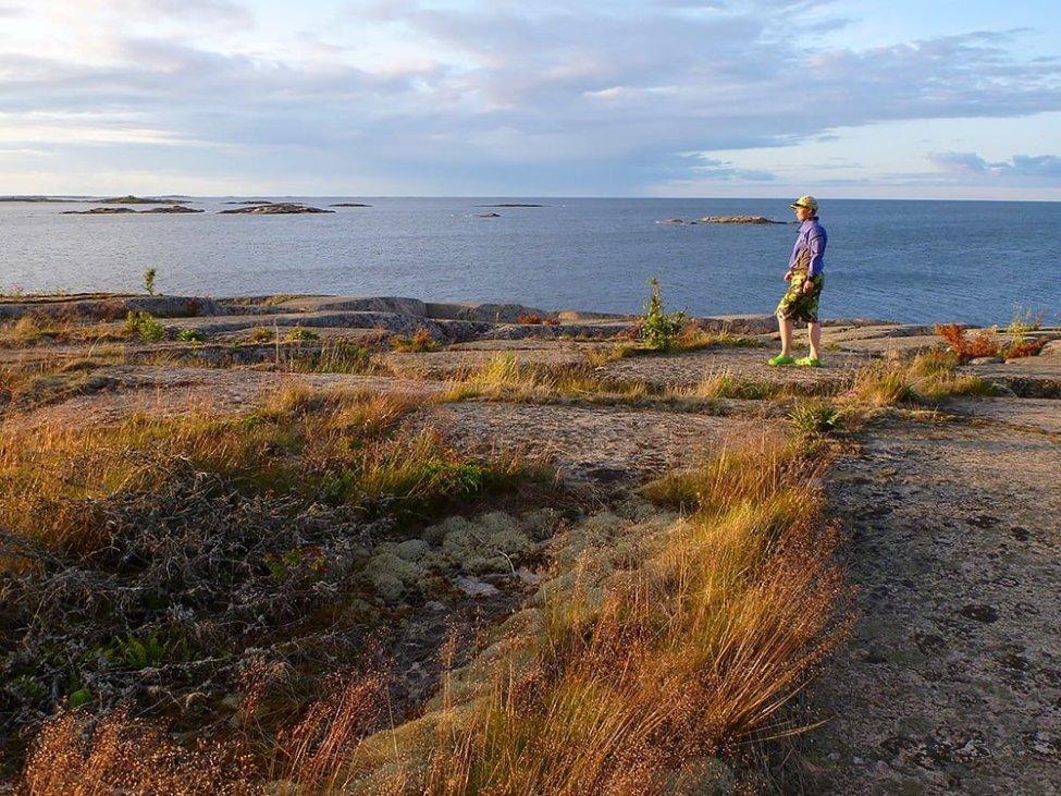 Kvällspromenad på klipporna i öster