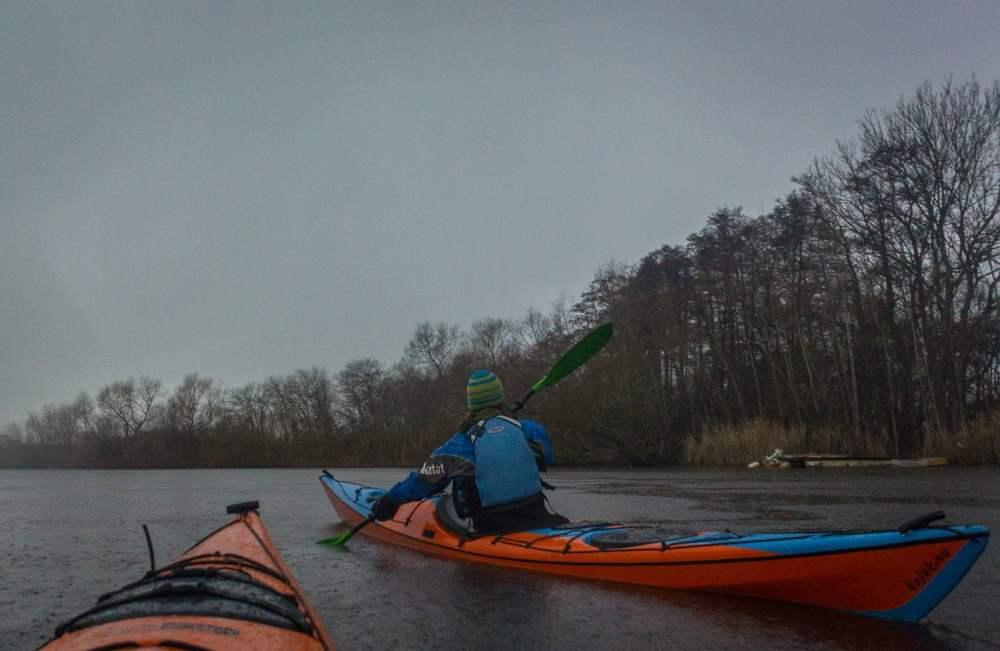 Regn är vi ju inte vana vid, solskenspaddlare som vi är ;) nästan äventyr & expedition