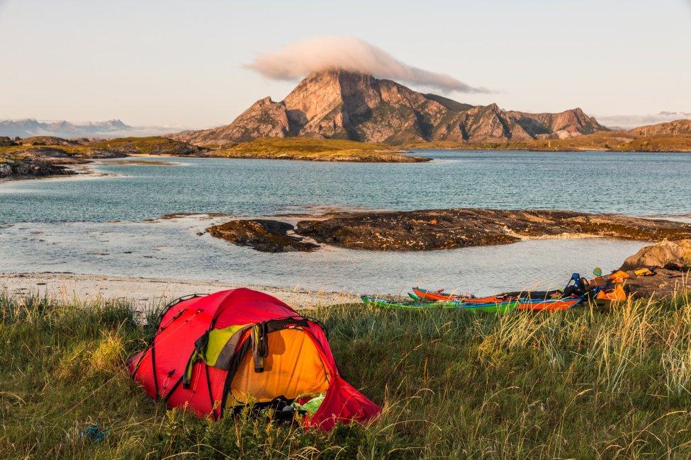 Hilleberg Tarra på ön Dragan med vy mot Rødøya