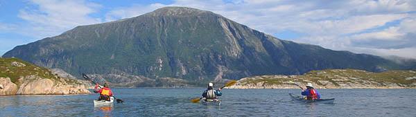 Carola, Håkan och Hasse, Lurøya i bakgrunden