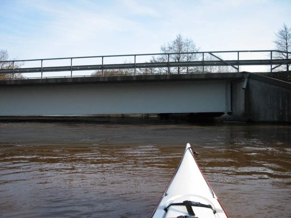 Lågt i tak vid motorvägsbron