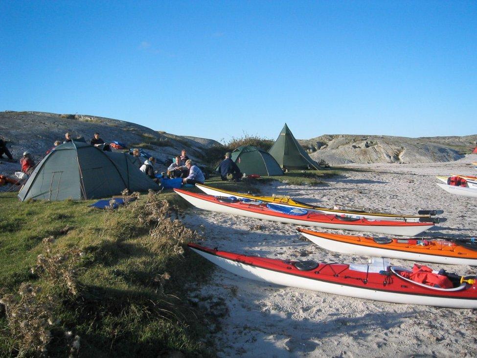 Läger och kajakparkering på Vallerö