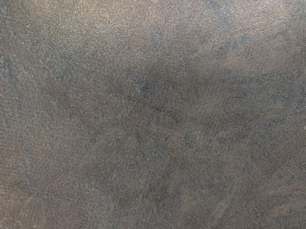 Grågrått. Ser ut som ocharmig betong. Nästan som vitvitt eller svart :)