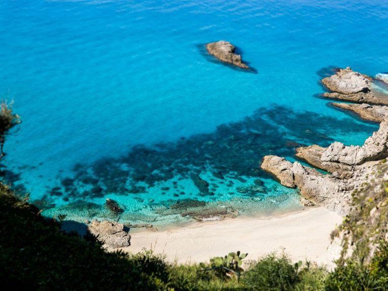 Strand unterhalb Casa Angiolone
