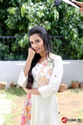 Actress SS Tanvi Photo Shoot Stills (8)