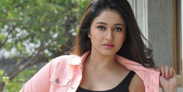 Actress Poonam bajwa glamour photo