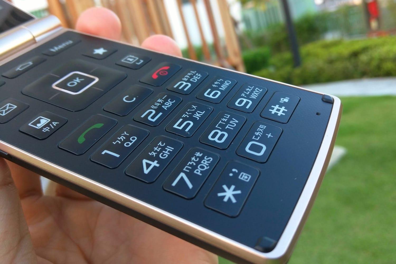 Южнокорейската компания LG представи евтин смартфон с физическа клавиатура и