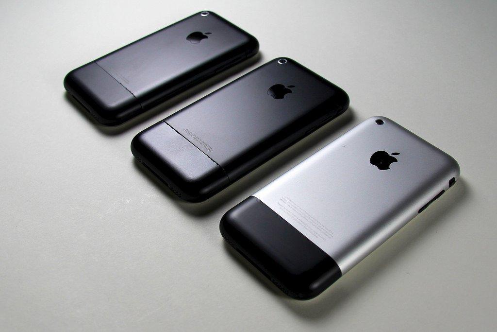 В Мрежата бяха публикувани снимки на прототипа на iPhone 2G,