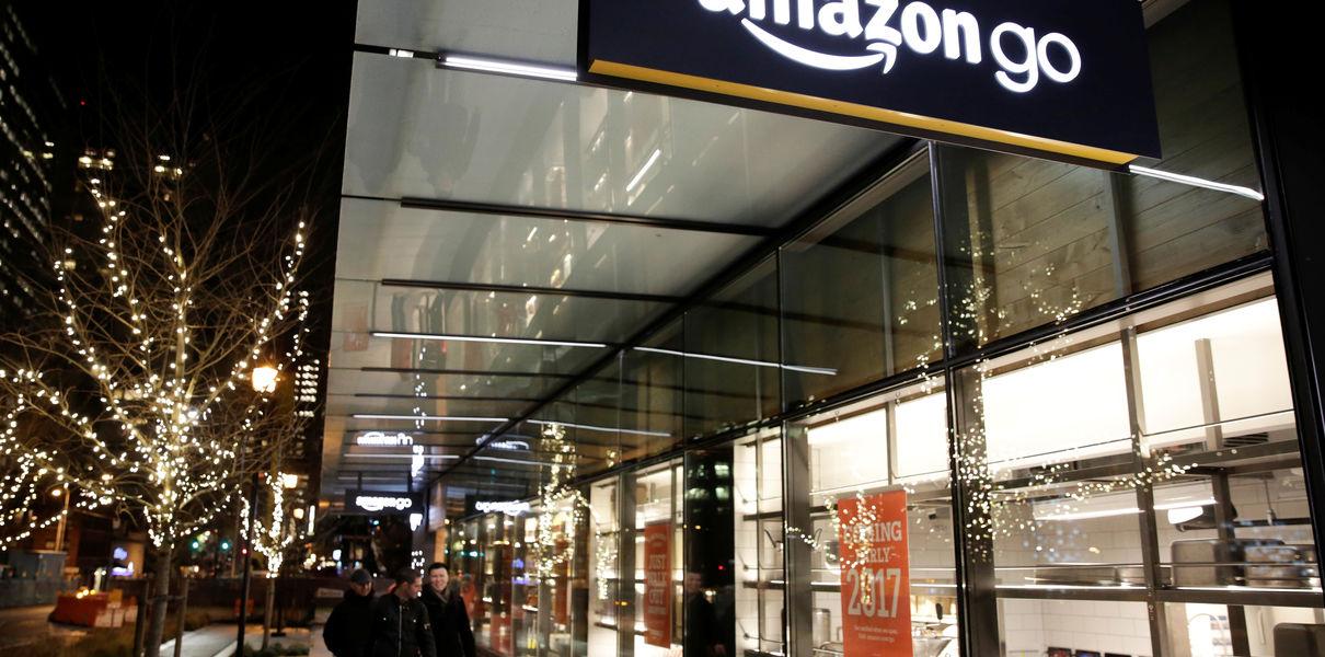 Amazon постепенно започна да изгражда своята верига от роботизирани супермаркети