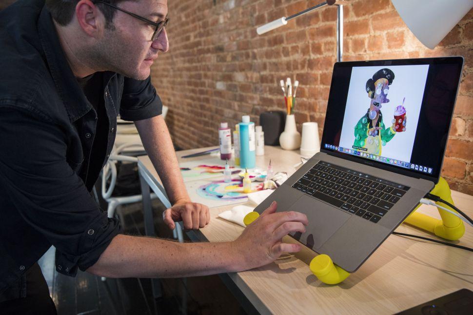 YouTube потребителят Дейв Ли забеляза, че новият модел MacBook Pro