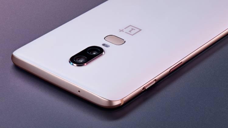 OnePlus 6 е оборудван с голям дисплей с прорез в