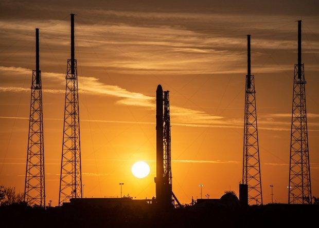 SpaceX изстреля вчера към Международната Космическа Станция ракетата Falcon 9