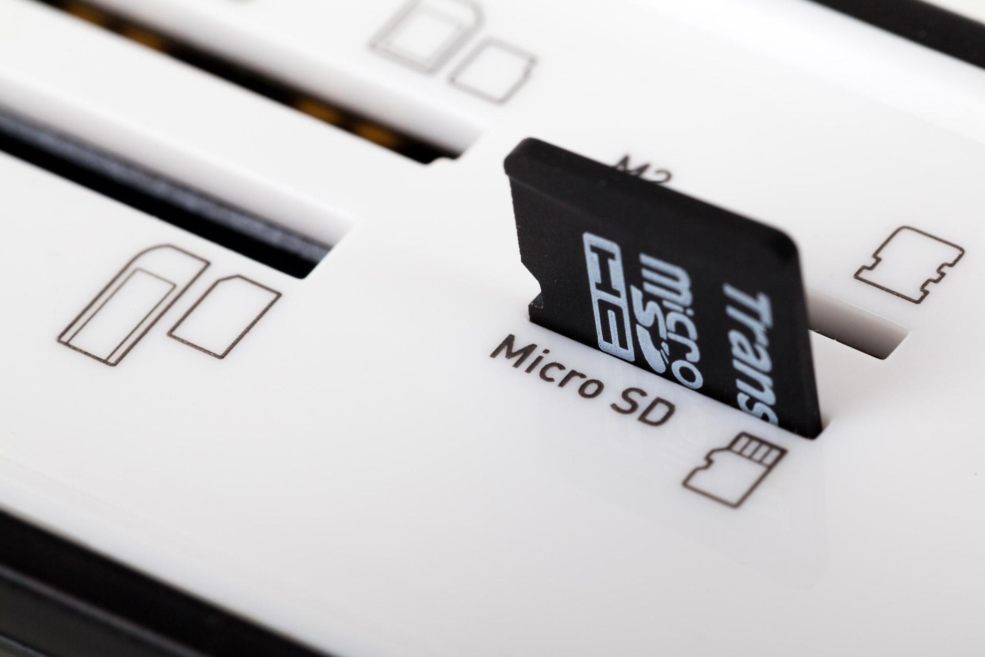 Снимка: Новите NM карти памет на Huawei - не по-бързи от познатите microSD