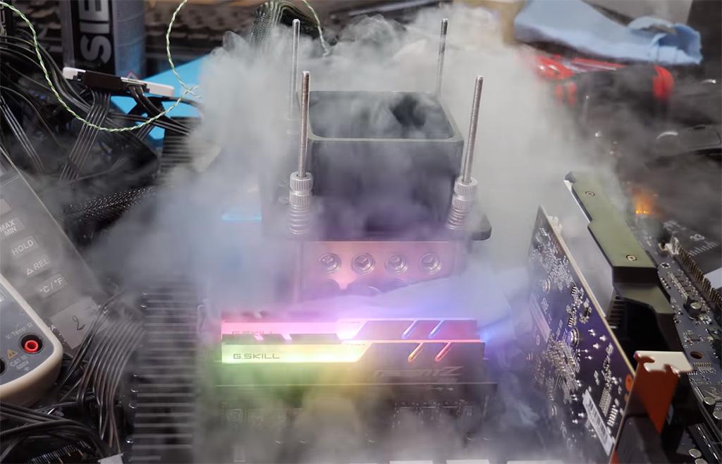Снимка: Консумацията на процесора Intel Xeon W-3175X при овърклок достига 1,2 KW