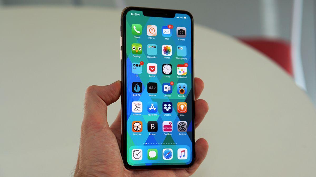 Специалистите от изследователския център Canalys обявиха, че продажбите на iPhone
