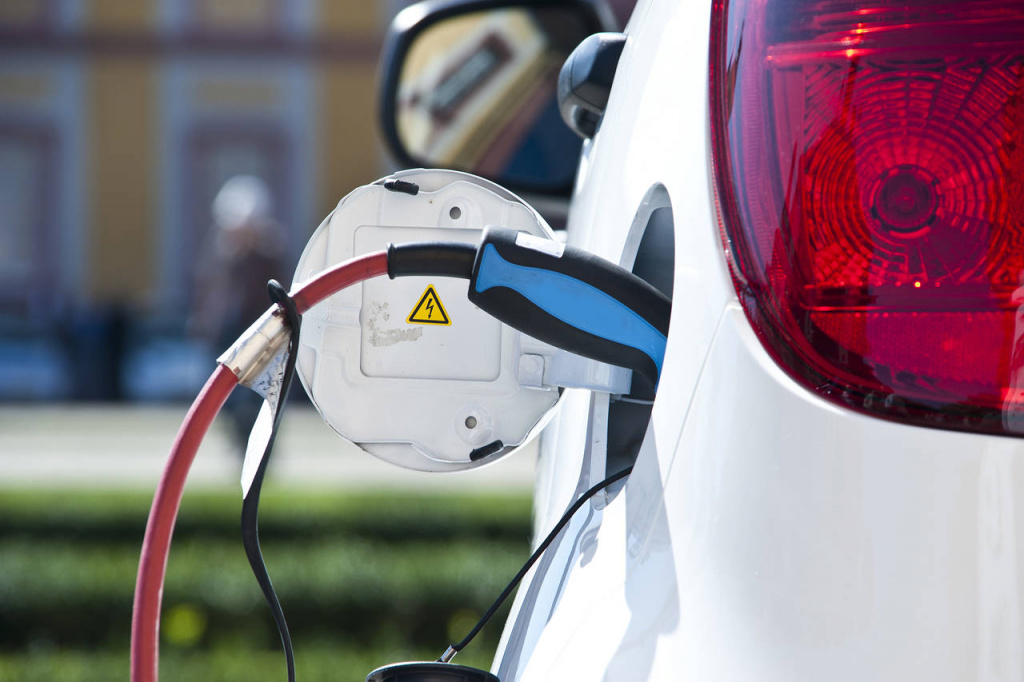 Норвегия изгражда безжични зарядни станции за електромобили