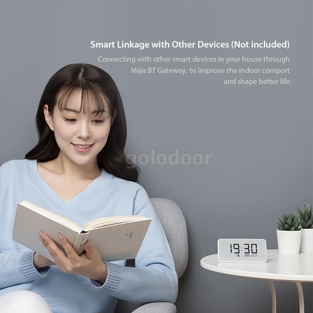 Новият мултифункционален дигитален часовник на Xiaomi разполага с температурен сензор