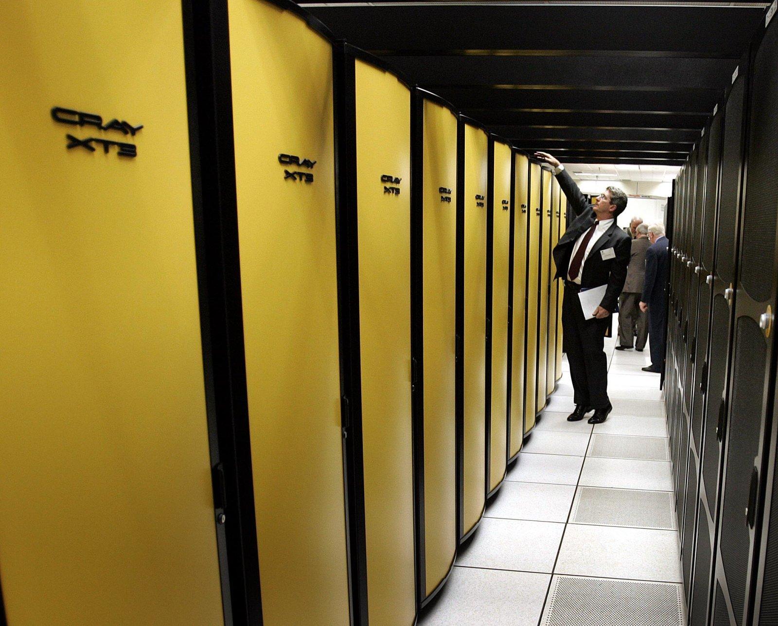Hewlett Packard Enterprise купува суперкомпютърния гигант Cray за $1,3 милиарда