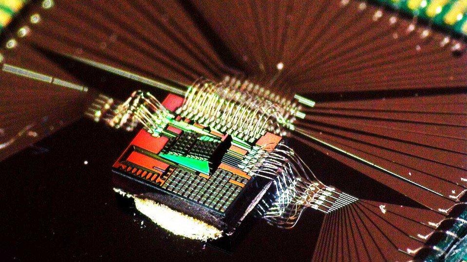 Стартъпът Luminous Computing, получил $9 милиона от различни инвеститори, включително