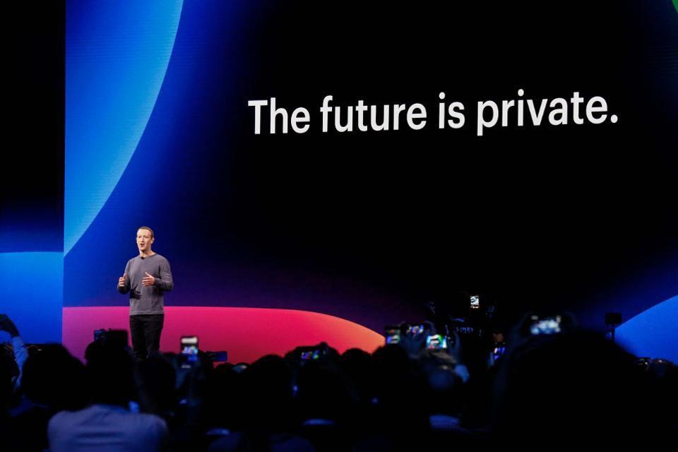 Снимка: Facebook вгражда скрит код в снимките, за да следи кой ги вижда и споделя