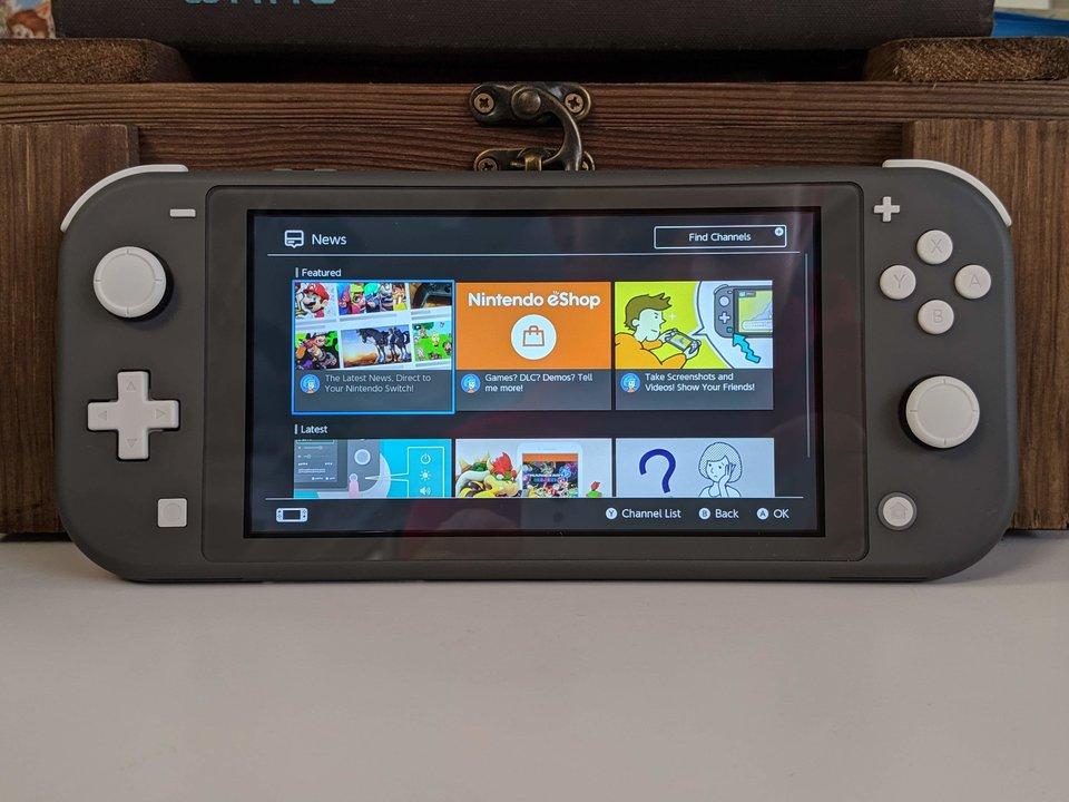 Nintendo пуска по-евтина и по-малка версия на Switch