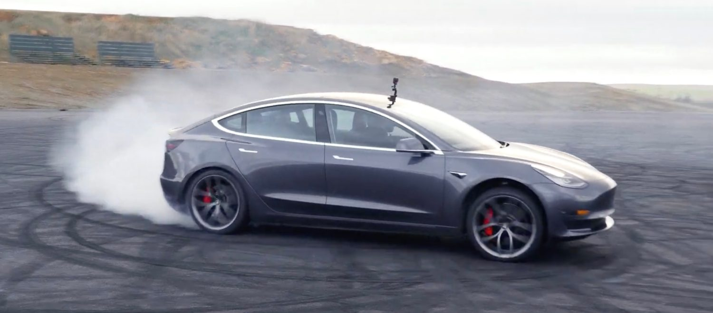 Биткойнът не го е и сънувал: пазарната капитализация на Tesla само за един ден превиши $300 милиарда